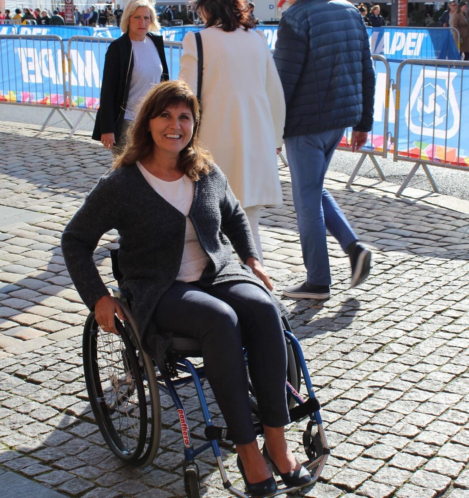 Bilde av Bergens varaordfører Marita Moltu sittende i en rullestol.